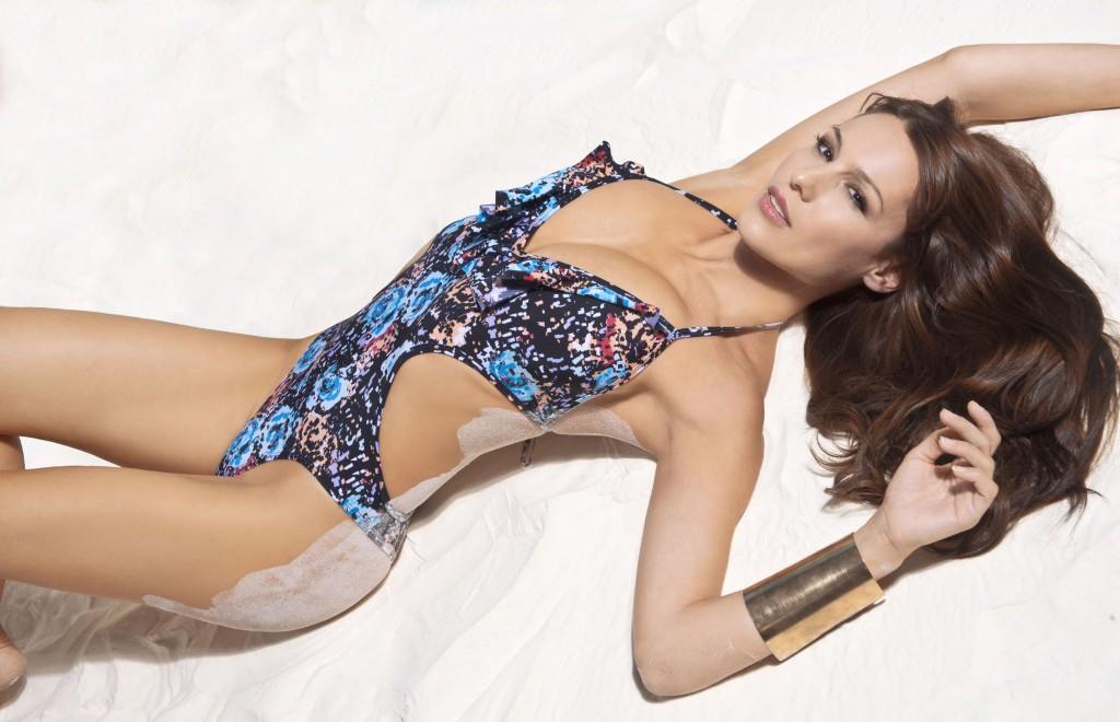 Шикарная Каролина Ардоаин в рекламе нижнего белья