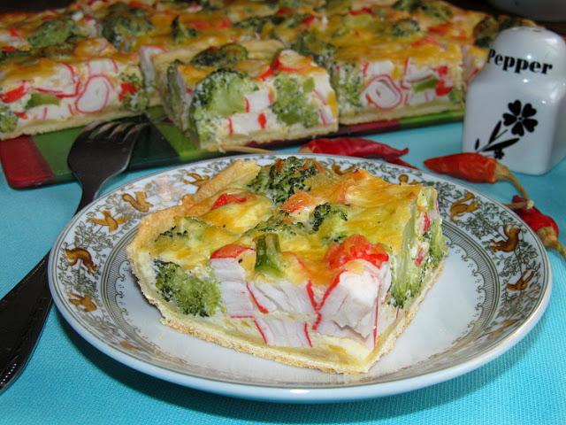 Пирог с брокколи и крабовыми палочками