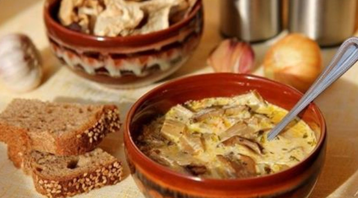 Ароматный грибной суп из сушеных грибов с сыром — божественно вкусно.