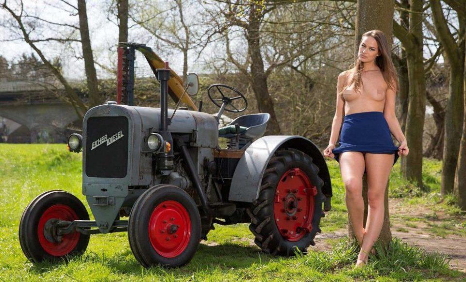 Горячий эротический календарь, покоривший немецких фермеров