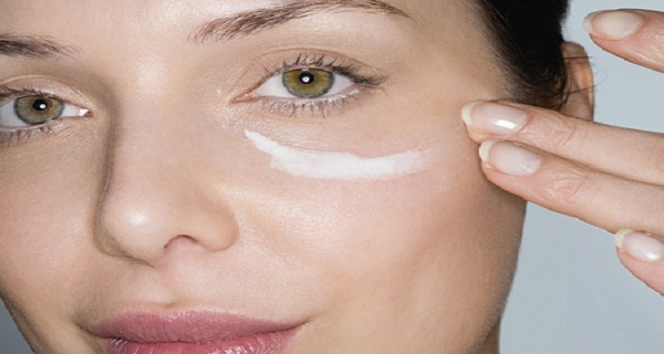 put-baking-soda-under-your-eyes-and-something-unbelievable-will-happen