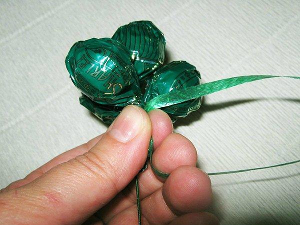 f1db2807e47d Гроздь винограда из конфет без пенопластовой основы. Мастер класс