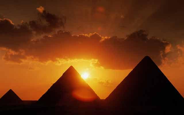 Пирамиды в цветотерапи