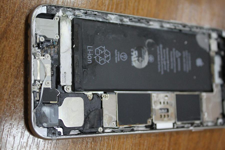 Искупавшись в море, iPhone 6S не выживает. Проверено)