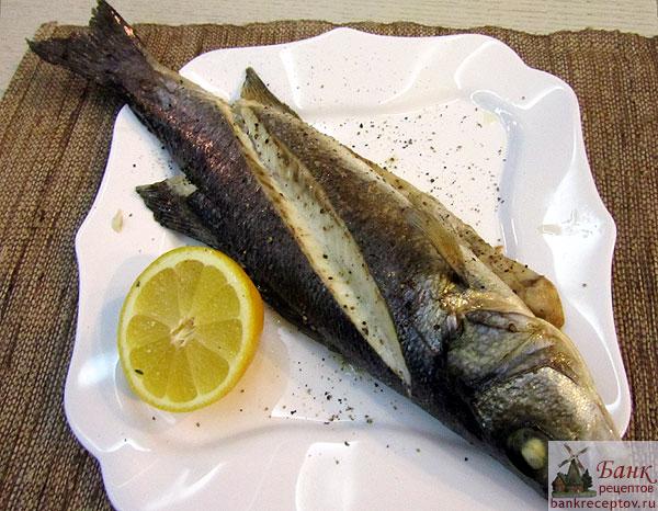 Сибас запеченный с чесноком и тимьяном, рецепт, фото