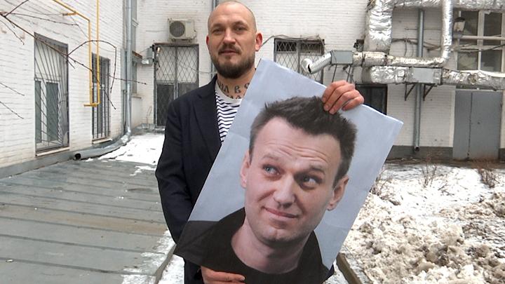 Портрет в лифте: Навального …