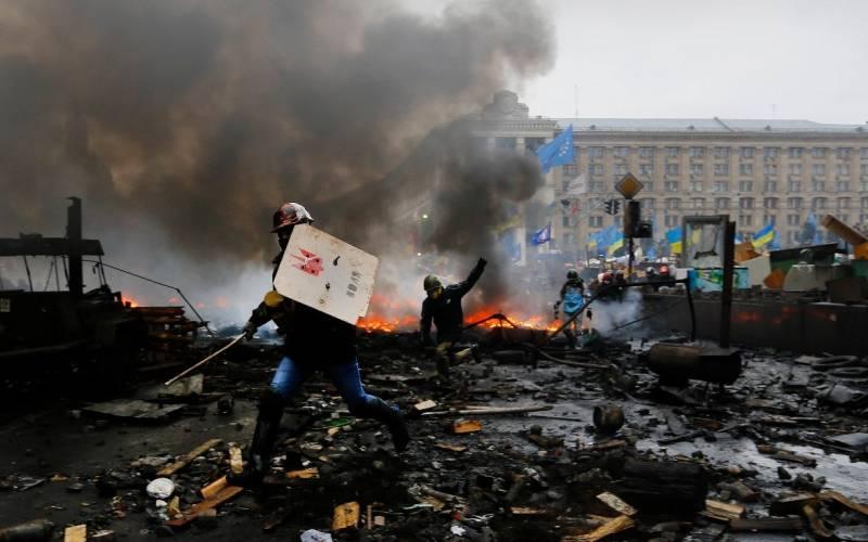 """Украинские СМИ: па активистам """"майдана"""" стреляли наемные снайперы"""
