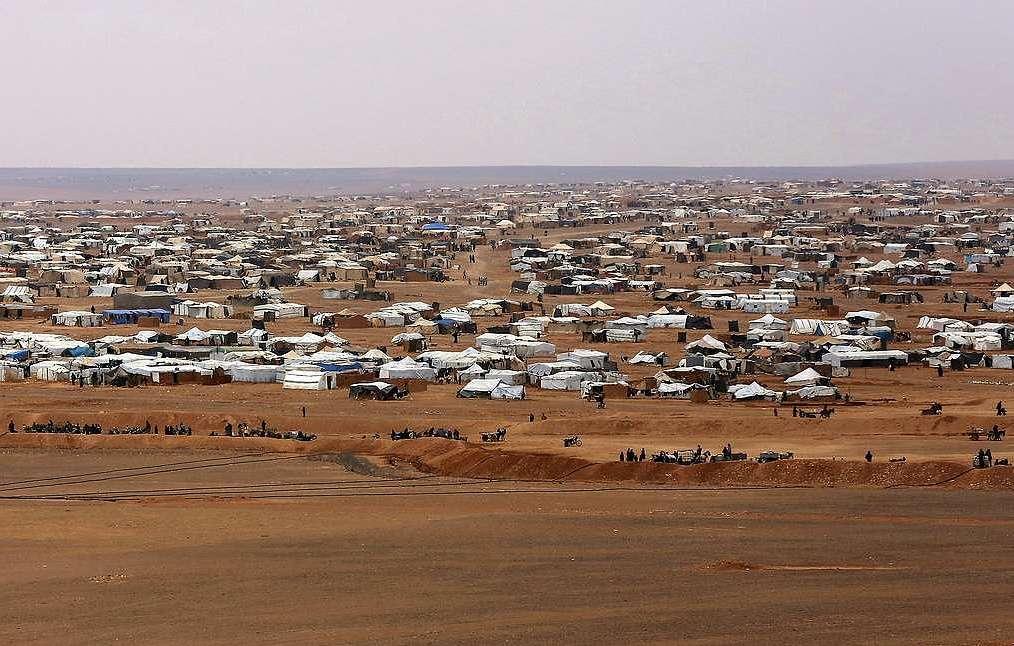 Два гумкоридора для беженцев из лагеря Рукбан открыли в Сирии