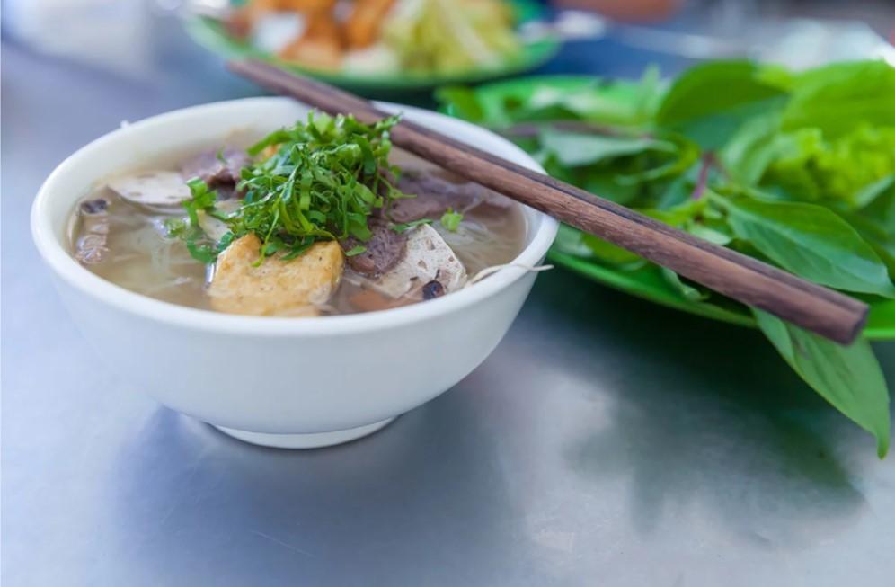 Во Вьетнаме обязательно нужно попробовать эту национальную еду
