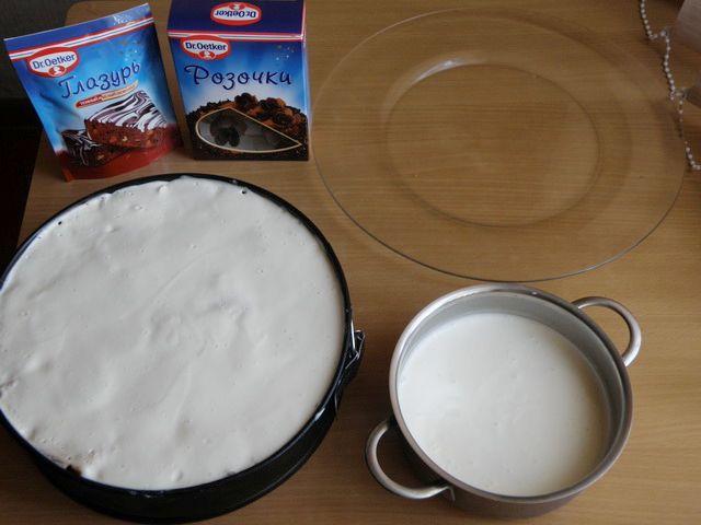 аккуратно снимаем борта формы и переворачиваем блюдо. пошаговое фото приготовления торта Трухлявый пень