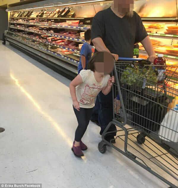 В магазине маленькая девочка шла рядом со своим отцом, но странно прислонившись к нему. Когда я присмотрелась, то поняла ужасную правду…