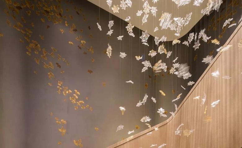 Подвесные скульптуры в интерьере: 5 способов декоративного использования