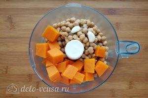 Хумус с тыквой: Измельчить тыкву и нут