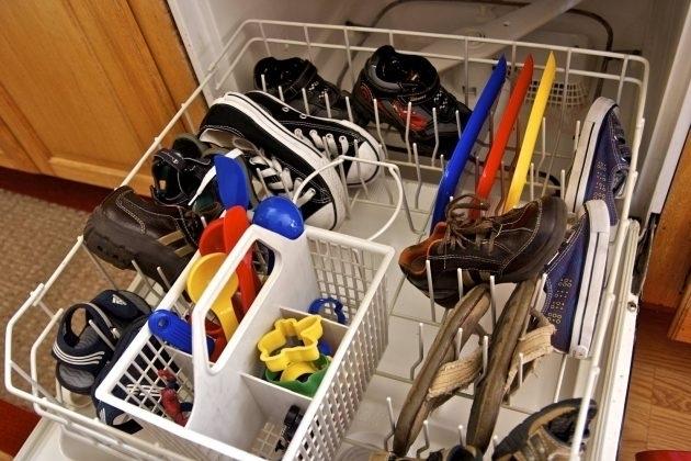 Неожиданные вещи, которые можно мыть в посудомоечной машине