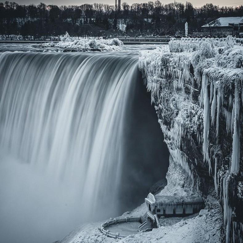 Ниагарский водопад vs зима: лучшие снимки фантастического преображения