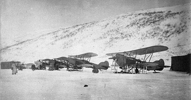 82 год назад в бухту Нагаева на пароходе «Уэлен» доставлено 4 отечественных самолёта П-5 (Р-5. П-5) и С-1