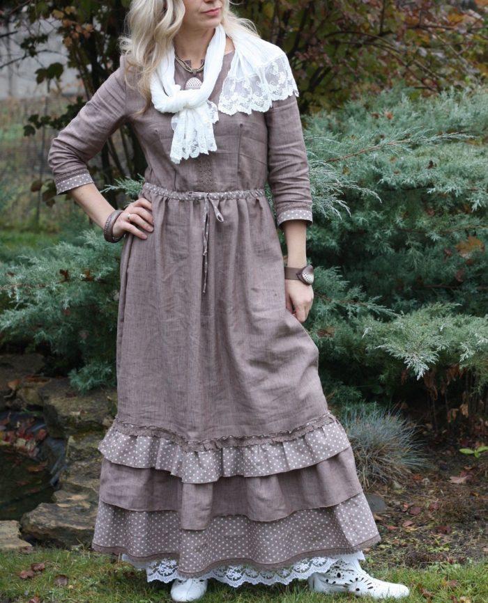 Платье из льняной ткани с оборками внизу - бохо-стиль