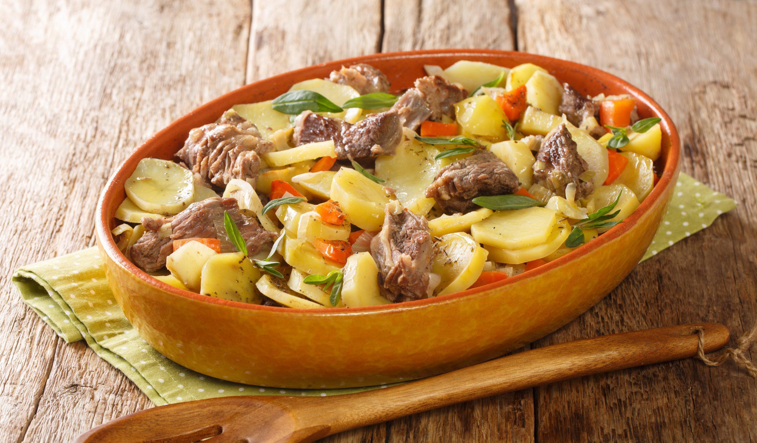 Бекеоффе – рагу из трёх видов мяса