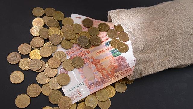 """Где взять: Социологи узнали, сколько денег нужно семье в месяц для """"нормальной жизни"""""""