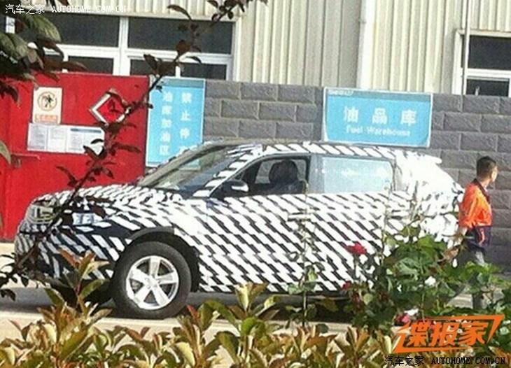 Geely в тренде: китайцы тестируют стильный «паркетник»