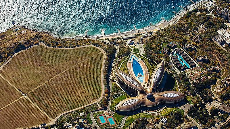 Крымский курорт в виде листа конопли признан лучшим в мире