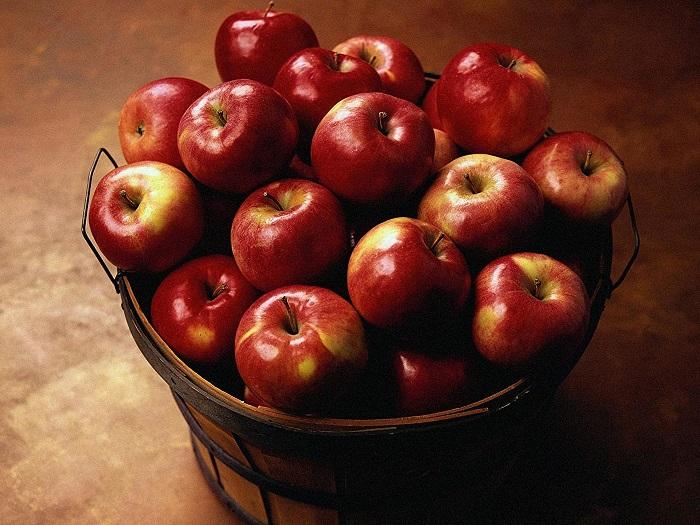 Одно яблоко взбодрит не хуже стакана кофе. / Фото: 1zoom.ru
