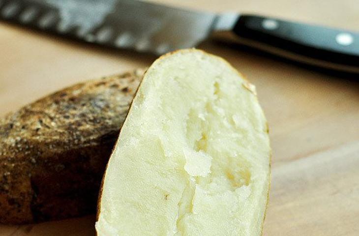 Запеченный в фольге картофель: хитрости идеального приготовления