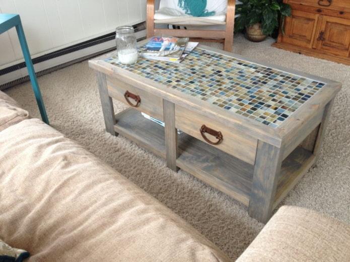 Столик из мозаики