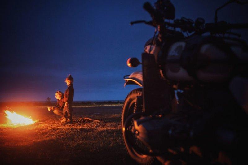 Последняя ночь в Иране, рядом с Каспийским морем монголия, мотоцикл, мотоцикл с коляской, мотоцикл урал, путешественники, путешествие, средняя азия, туризм