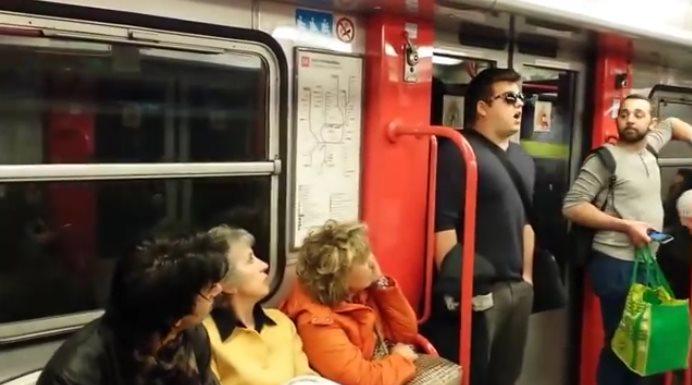 Они сели в вагон метро, и по…