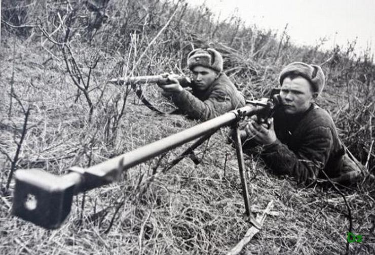 Как красноармейцы уничтожали немецкие танки из ружей