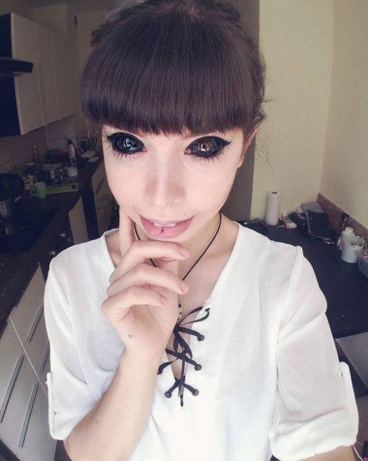 Татуировка глазных яблок стоила девушке зрения