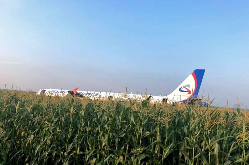 Экипаж, посадивших самолет под Москвой, внесли в список врагов Украины