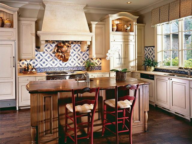 Дизайн кухни в частном доме:…