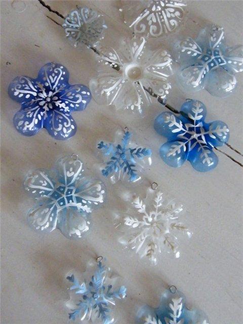 Снежинки из пластиковых бутылок! (мастер-класс)