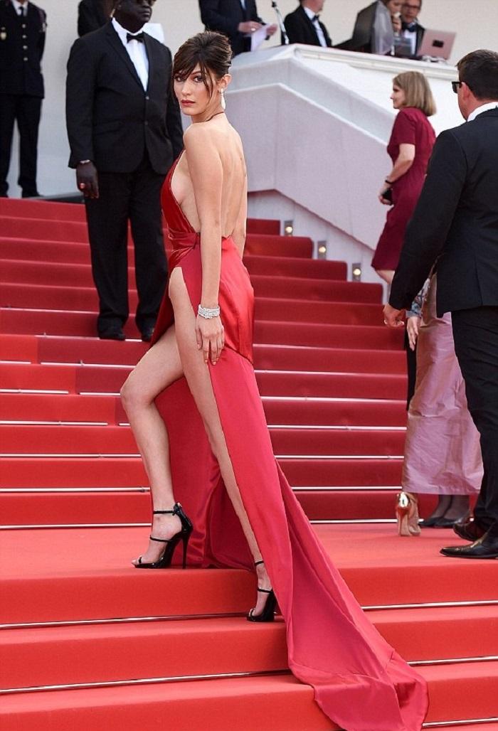 Стилисты раскрыли секрет «голых» платьев! Что спрятано под сверхоткровенными одеяниями?