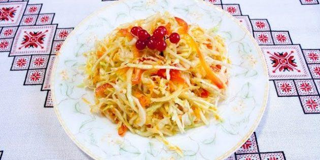 Салаты из капусты на зиму: Салат из капусты с яблоками, перцем, морковью и луком