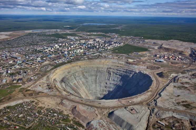 Рудник в Якутии подтопили грунтовые воды, там находилось более 150 человек