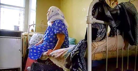 «Одинокая и брошенная». Сегодня ей исполнилось 70, но ни сын, ни дочь не приехали, не поздравили