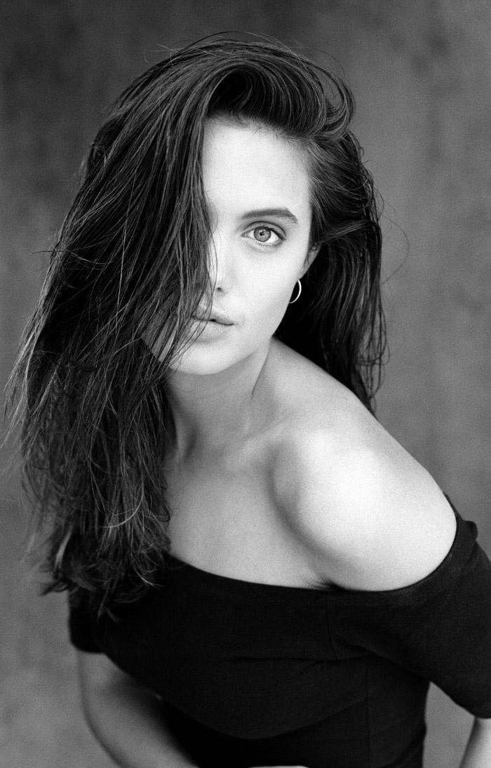 Анджелина Джоли в 1991 году.