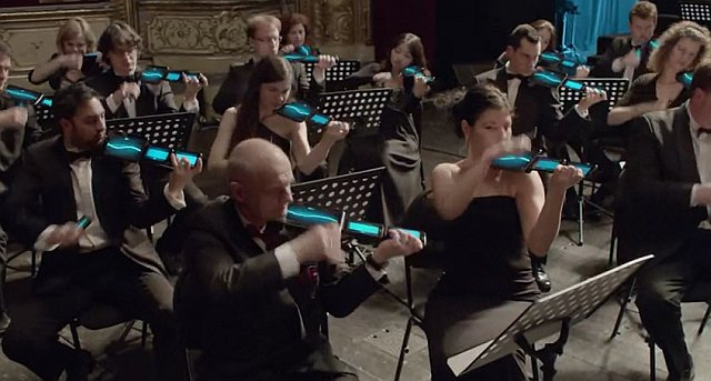 Симфонический оркестр на планшетах