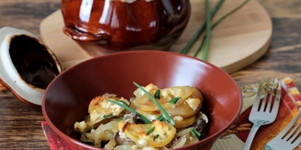Картошка с грибами в горшочках