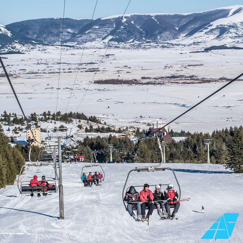 В Купресе проложены 4 трассы для катания на лыжах и сноуборде протяжённостью 13 км