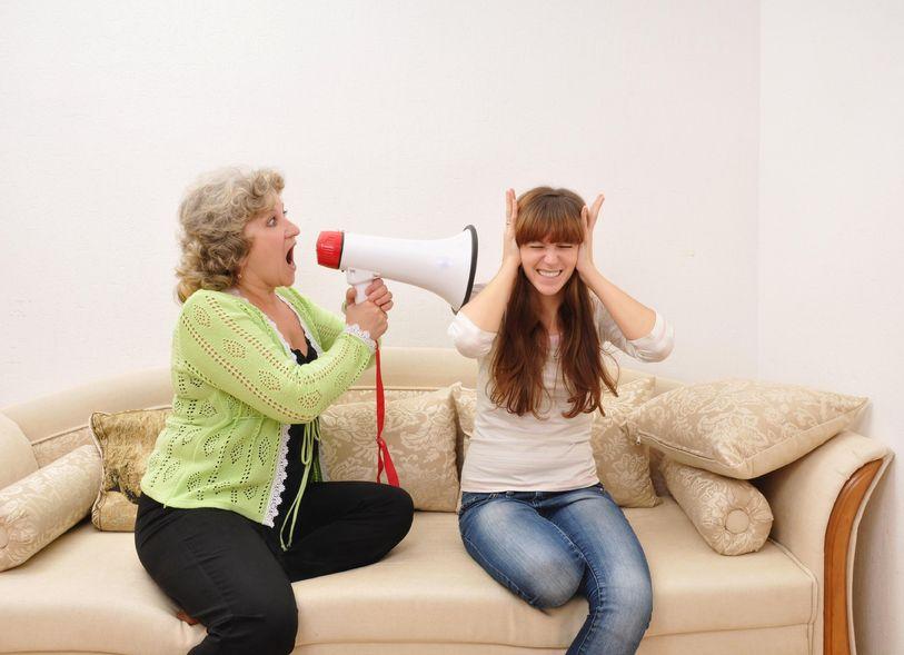 Живу с матерью жизни нет что делать