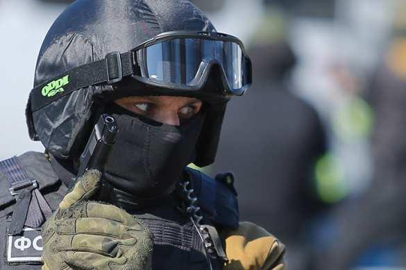 ВПитере задерживают боевиков изКабардино-Балкарии, вдоме замечены лица вкостюмах химзащиты