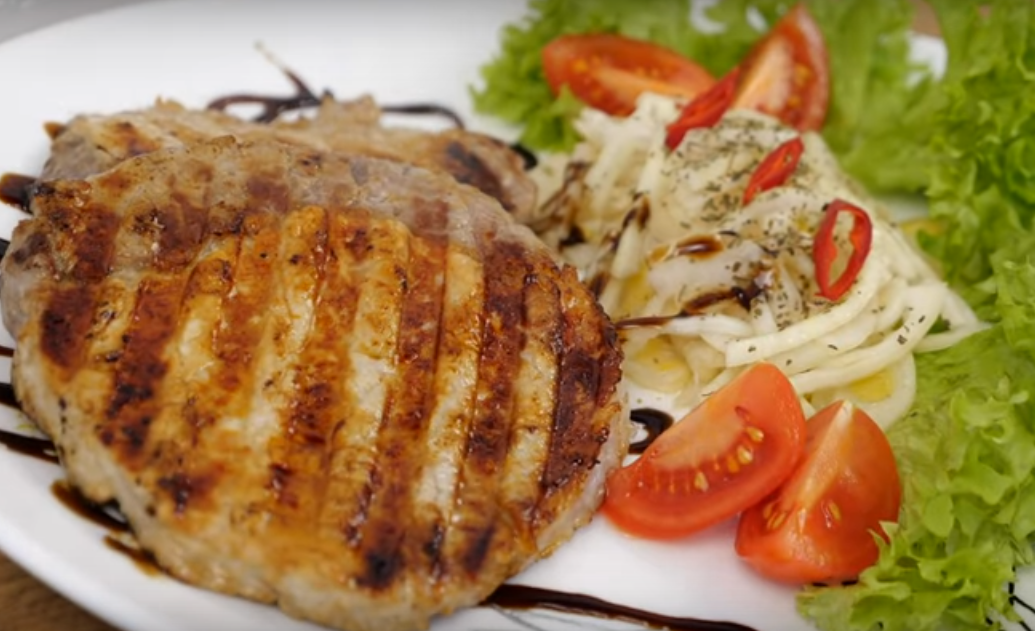 Шикарный мясной стейк на гриле