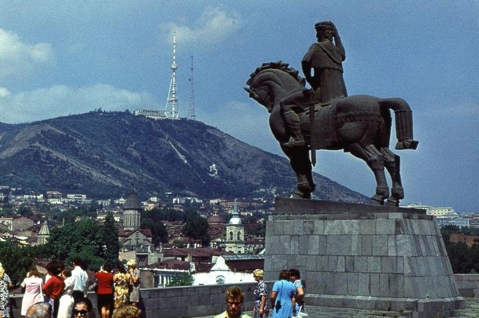 Вид на город и гору Мтацминда.