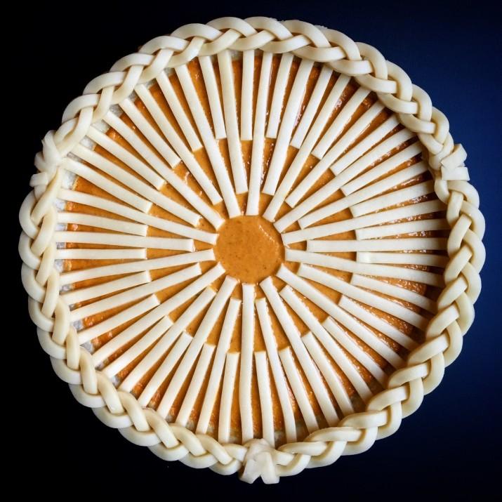 Девушка делает самые красивые пироги, которые обязательно вдохновят вас