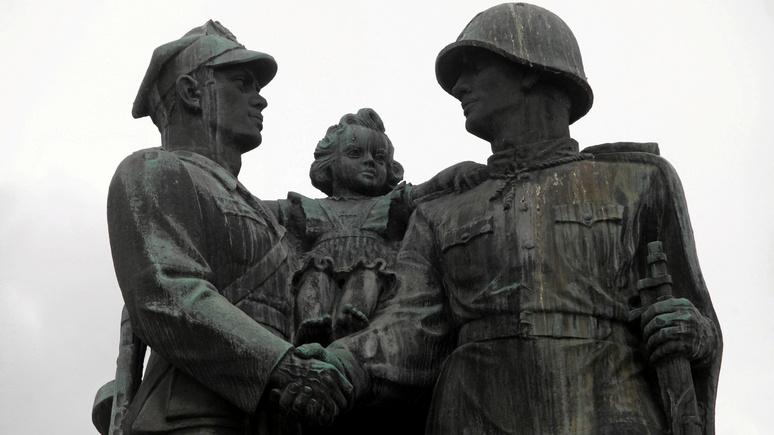 Корреспондент: В Польше официально разрешили снос советских монументов