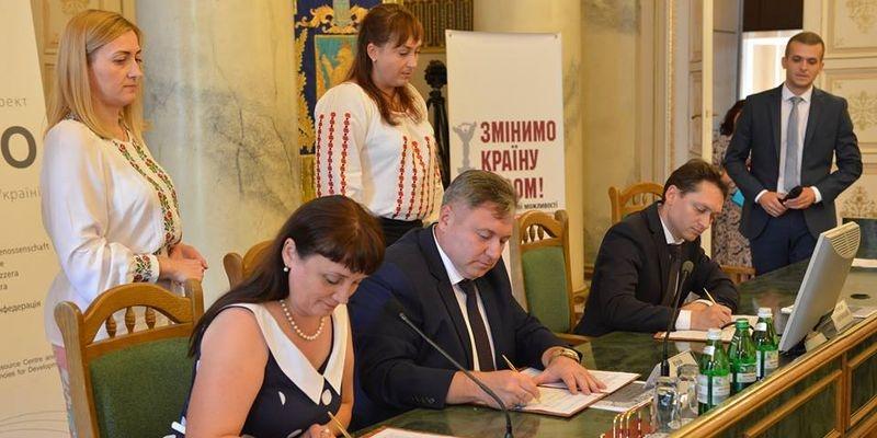 Киев Львову не указ: Западная Украина налаживает связи с ЛНР